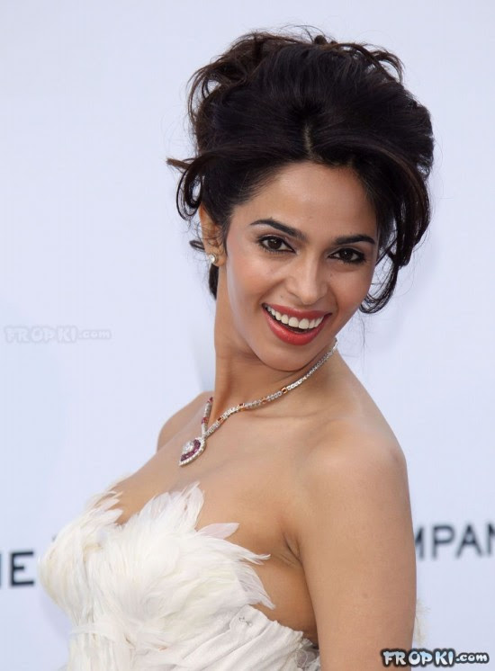 bollywood-indian-celebrities-deep-neck-open-chest-dress-designs-beautiful-girls-actresses-models-strapless-dress-6