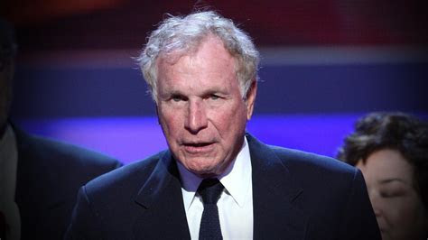 'MASH' Star Wayne Rogers Dies at 82   Entertainment Tonight