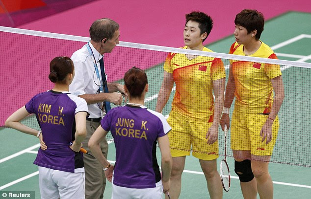 Quiet word: Tournament referee Torsten Berg was forced to intervene after all four players began missing routine shots