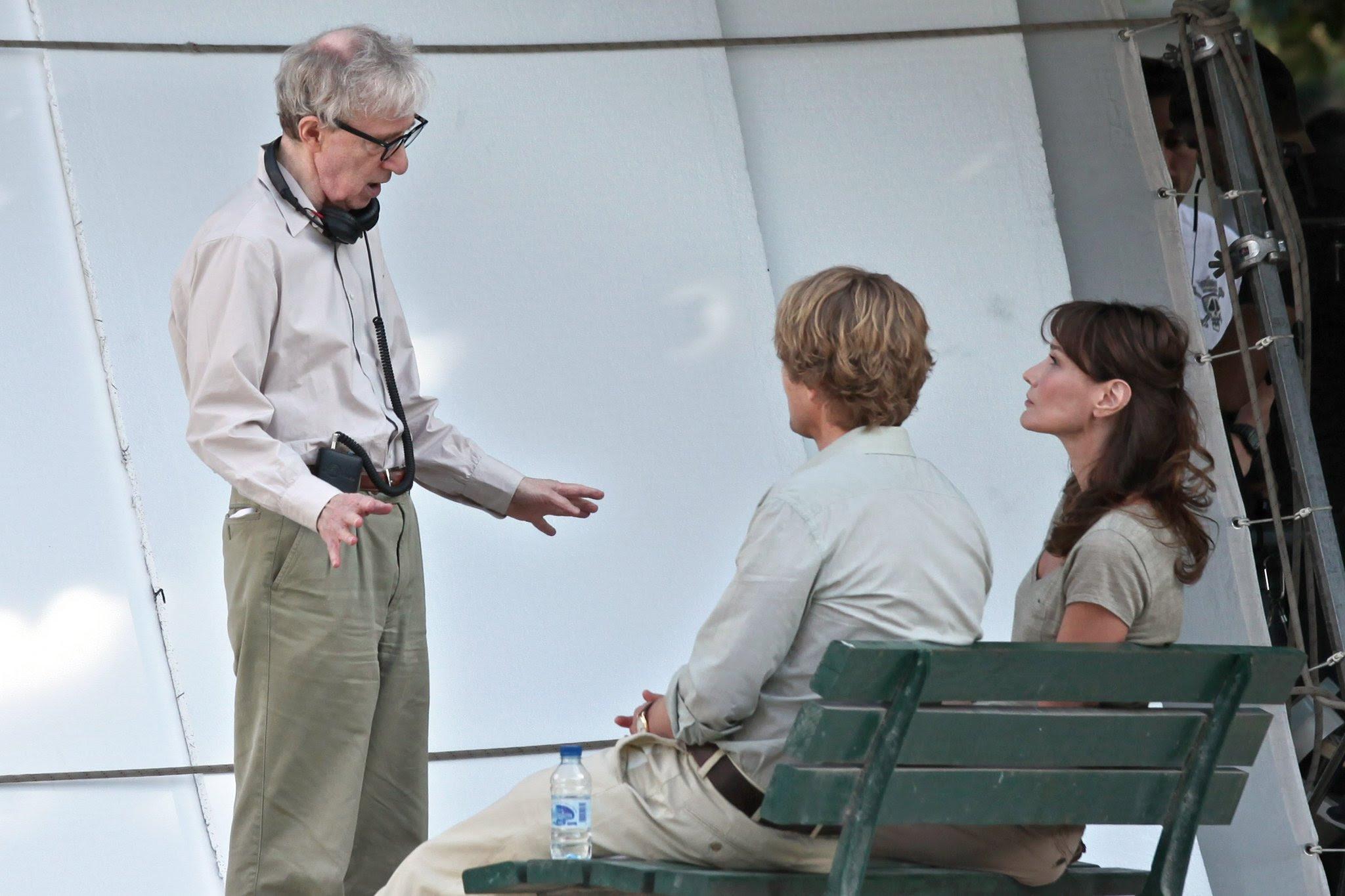 Resultado de imagem para Woody Allen Directing Midnight in Paris