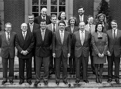 Aznar con su gobierno en 1996