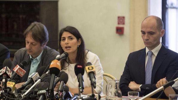 "Atac, Raggi querela Renzi: ""Il M5S non raccomanda nessuno"""