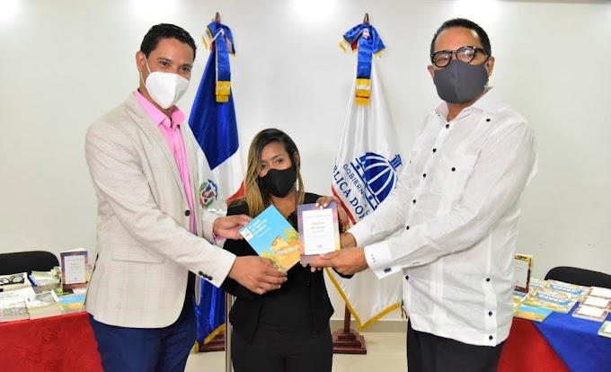 MINERD INSTALA PUNTO DE LECTURA EN LA REGIONAL 15 DE EDUCACIÓN