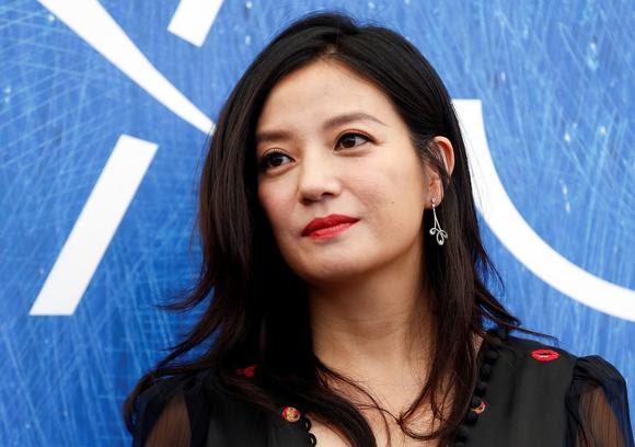 Diễn viên Triệu Vy đầu tư vào bất động sản, chứng khoán, rượu ở Trung Quốc. Tất nhiên, cô cũng rất xinh đẹp