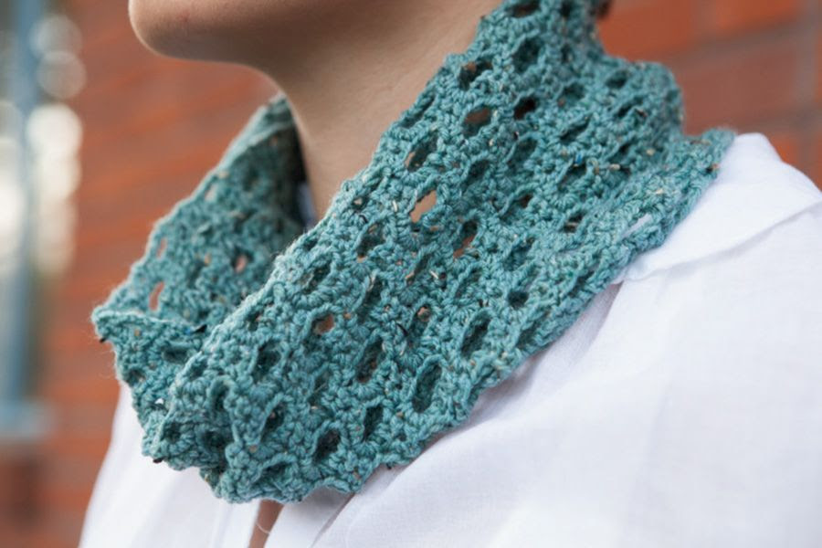FREE Swiss Tweed Crochet Cowl Pattern