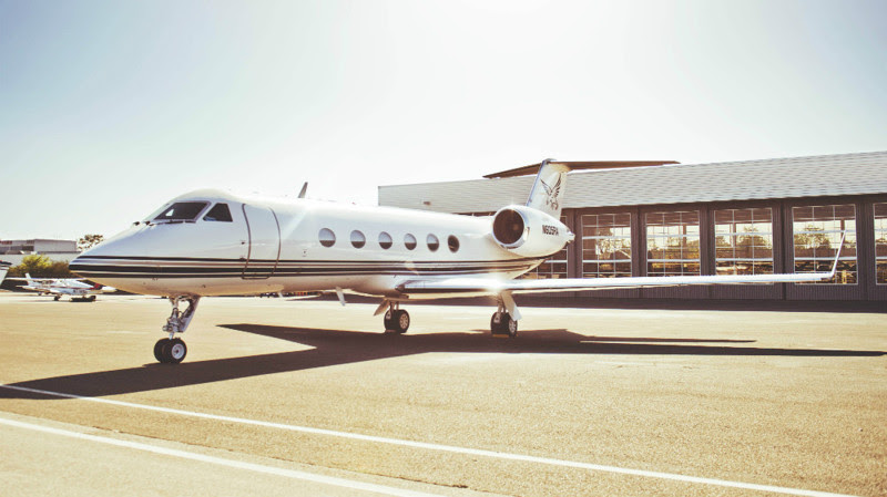9. Gulfstream IV (Tom Cruise) - $ 38 million. Businessmen billionaires, aircraft, private planes