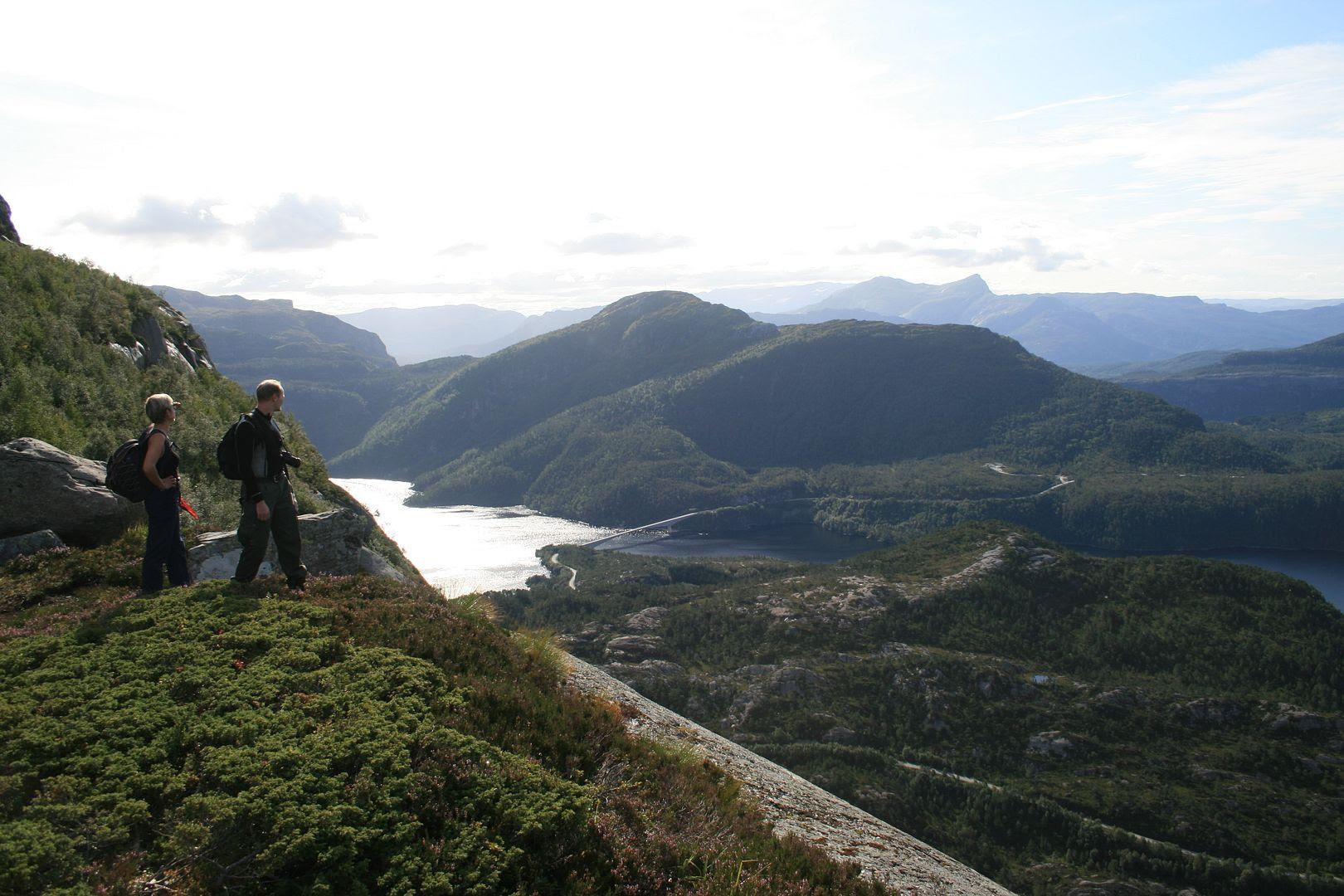 Utsikt fra Grisebotsvatnet mot Nordalsfjorden