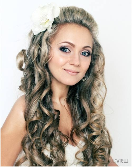 Flaunt your long curly hair with these chic hairstyles ...