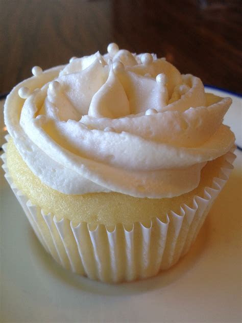 Cupcake Trial #2: White Wedding Cake   The Midwest Nashvillian