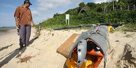 Destroços do helicóptero que caiu com 7 a bordo são reunidos na Bahia