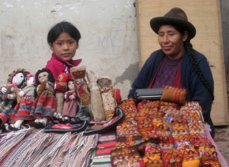 Peruvian woman and daughter - Ollantaytambo, Peru, October 2008
