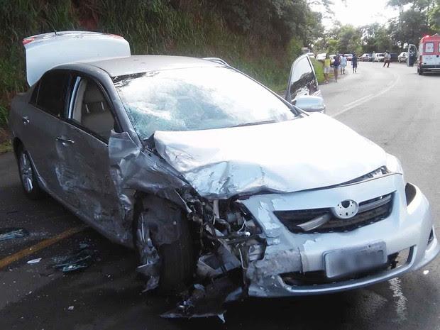 Veículo que vinha na direção contrária foi atingido. (Foto: Giovane Ropelli Coelho/Arquivo pessoal)