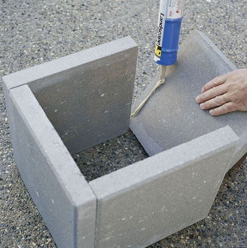 Simple DIY Concrete Outdoor Planters From Pavers | Shelterness