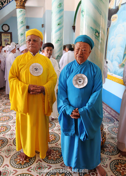 cao dai priests
