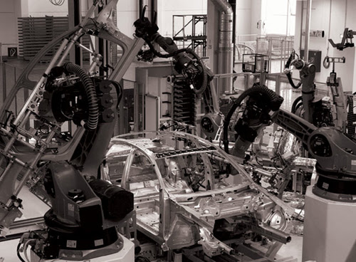 4 OUTRACE_ROBOTS_WORKINGATAUDI_02