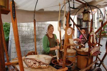 Tallinn preparazione dolci per strada