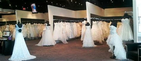 Say Yes to the Dress : Tips for Choosing your Wedding
