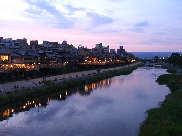 Enjoying the cool breeze in Kyoto City, Japan: 京都鴨川納涼床