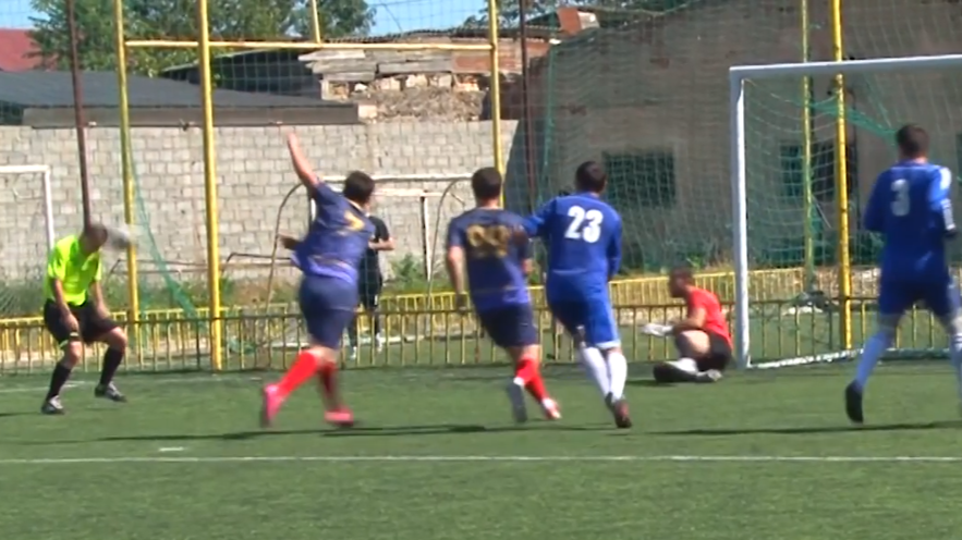 A referee has scored a bizarre goal off a deflection in a small-sided game in Dagestan, Russia.