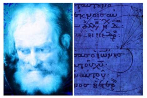 El filósofo junto a uno de los documentos expuestos. | Roemer und Pelazieus