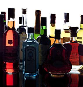 Llamadas anónimas colaboran con la Policía de Control Fiscal para el decomiso de licor . Foto con fines ilustrativos.