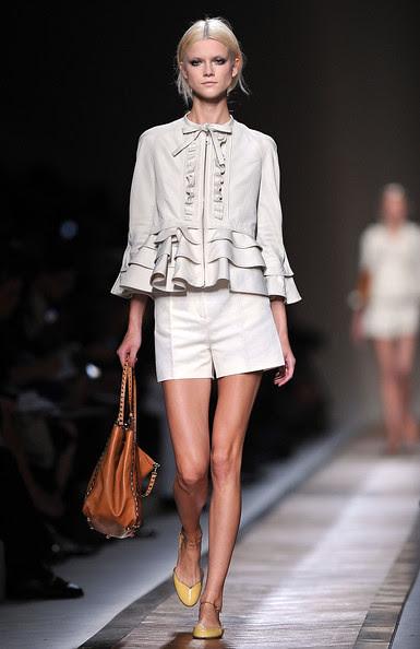 Valentino+Runway+Paris+Fashion+Week+Spring+-J9qD1mSY1gl
