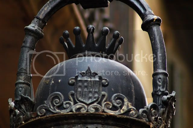Street Lamp Crown Detail in Barri Gotic, Barcelona [enlarge]