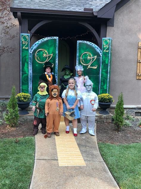 johnstons family     group halloween
