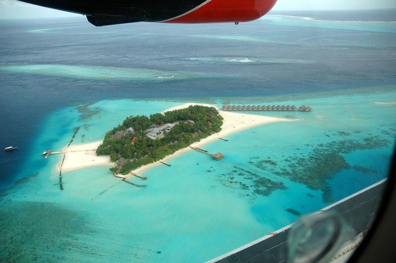 ملف:Moofushi from seaplane.jpg