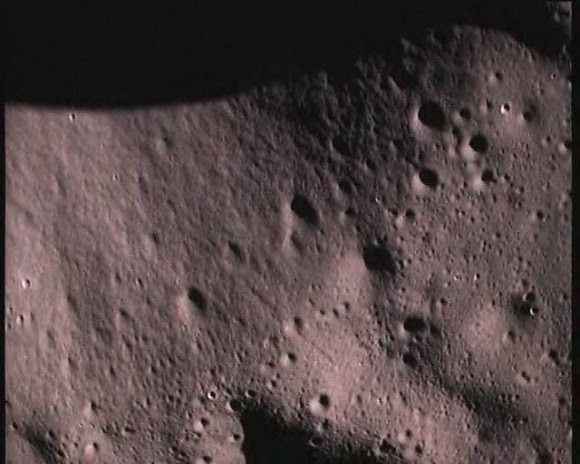close up pictures of the moon's surface taken by Moon Impact Probe (MIP) on November 14, 2008