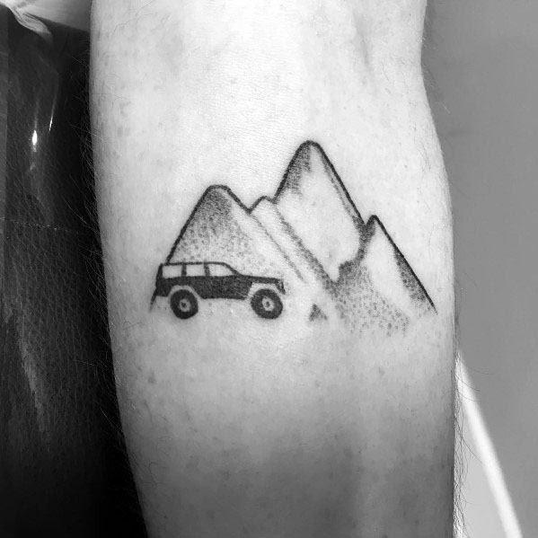 Homem, com, jipe, tatuagem, desenho