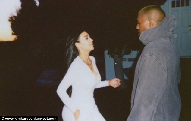 Hop a ele!  A dupla olhou nos olhos um do outro com amor enquanto Kim corria em direção a seu homem