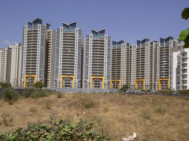 Aspire Towers Amanora from Tupe Patil Road, Sade-Satara-Nali (Sade-Satra-Nali) Gram Panchayat, Hadapsar, Pune 411028