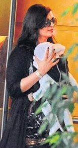 Why is Aishwarya hiding Aaradhya from the world?