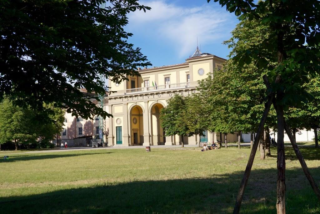 O desfile da Pucci foi nos antigos estábulos reais que hoje é o Instituto de Artes de Florença