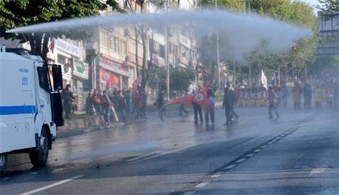 Πρωτομαγιά: Πραξικοπηματικά μέτρα στην Κωνσταντινούπολη