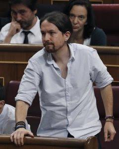 El líder de Podemos, Pablo Iglesias, durante la votación en la sesión de la tarde de la segunda jornada del debate de investidura del candidato del PP, Mariano Rajoy, hoy en el Congreso. / EFE