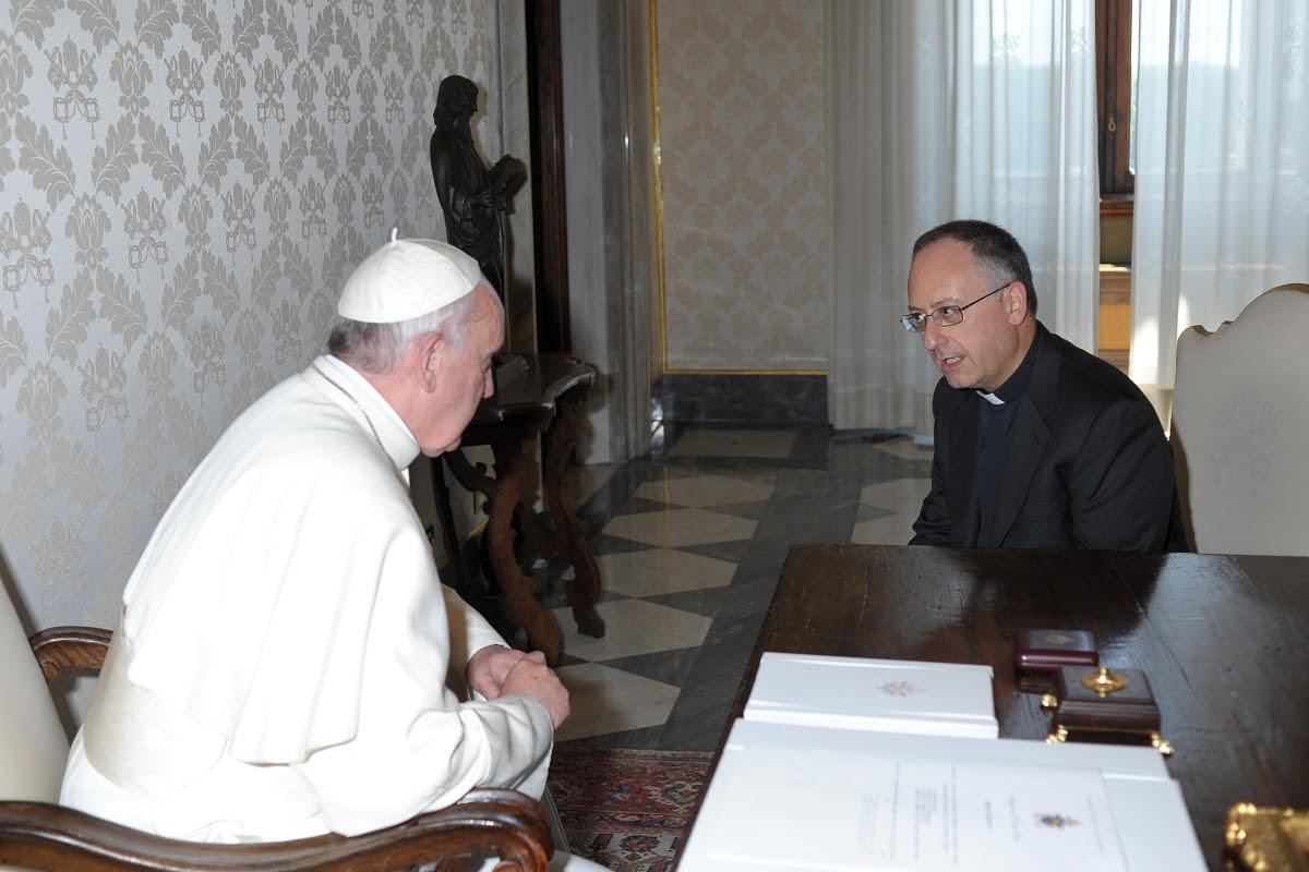 O Papa e Padre Antonio Spadaro