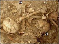 Huesos en fosas fúnebres. Foto cortesía: Revista Ciencia.