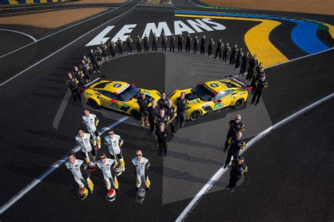 corvette racing ready    le mans  team