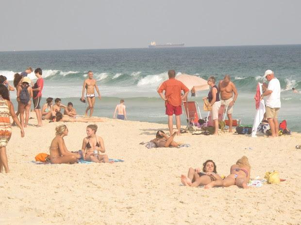 Praia de Ipaname ficou lotada no Posto 9 (Foto: Marcelo Elizardo/ G1)