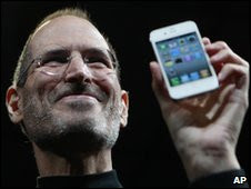 Steve Jobs presenta el Iphone 4 de Apple