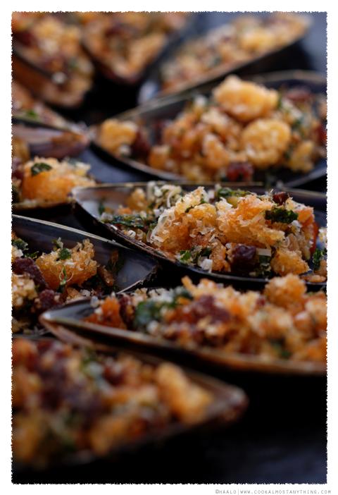 baked stuffed mussels© by Haalo