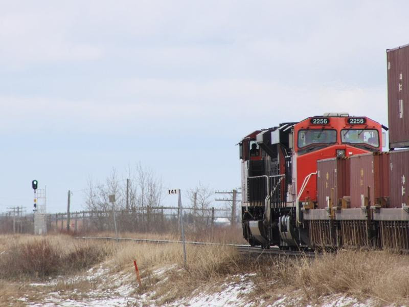 CN 2256 and a green signal