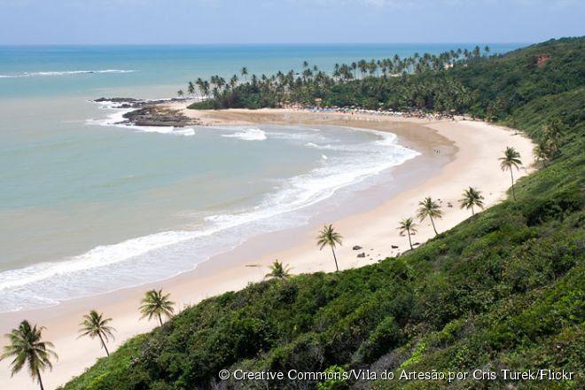 """Tabatinga possui uma paisagem belíssima com arrecifes, águas cristalinas e os """"maceiós"""", lagoas naturais de água salgada"""