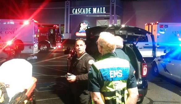 Cinco muertos en un tiroteo en un centro comercial de Washington