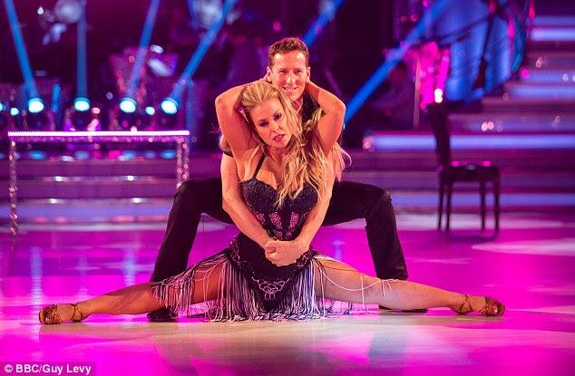 Mudança de vida: O cantor norte-americano diz que seu tempo no Strictly Come Dancing este ano ajudou a construir a sua confiança e parar 'ressentindo' suas cicatrizes