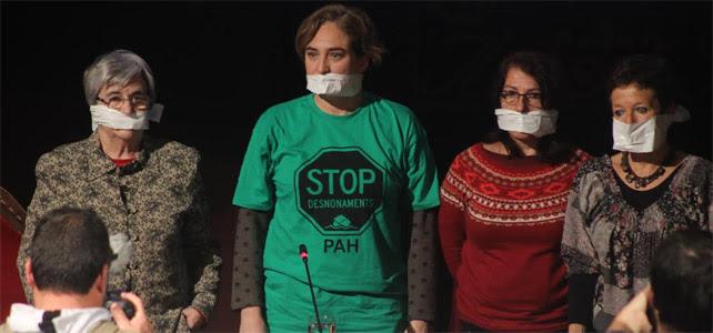 Miren Etxezarreta, Ada Colau, Mari García y Nines Maestro protestan con la 'ley mordaza' en el acto de presentación de 'Las Marchas de la Dignidad'.