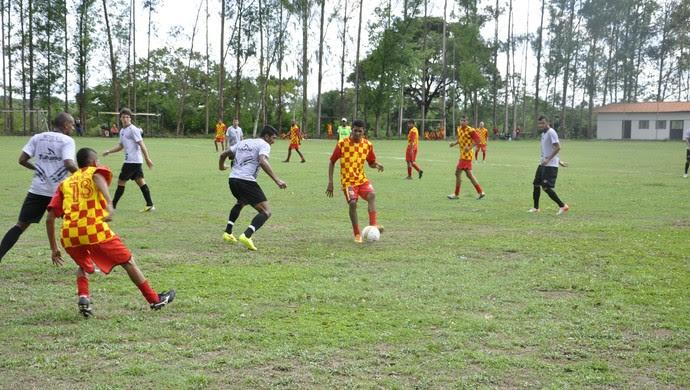 Mixto vence Mato Grosso em jogo-treino (Foto: Robson Boamorte)