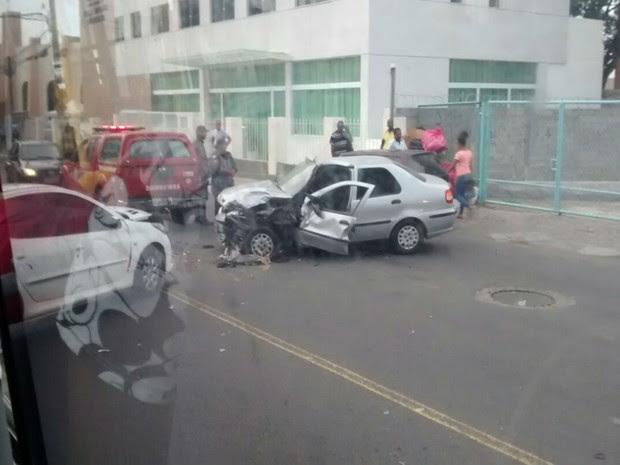 Quatro pessoas ficaram feridas após colisão na Av. Silveira Martins (Foto: Arquivo Pessoal)